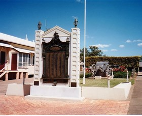 Gayndah War Memorial - Attractions Sydney