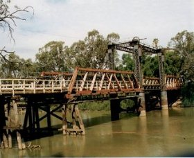 Swan Hill - Murray River Road Bridge - Attractions Sydney
